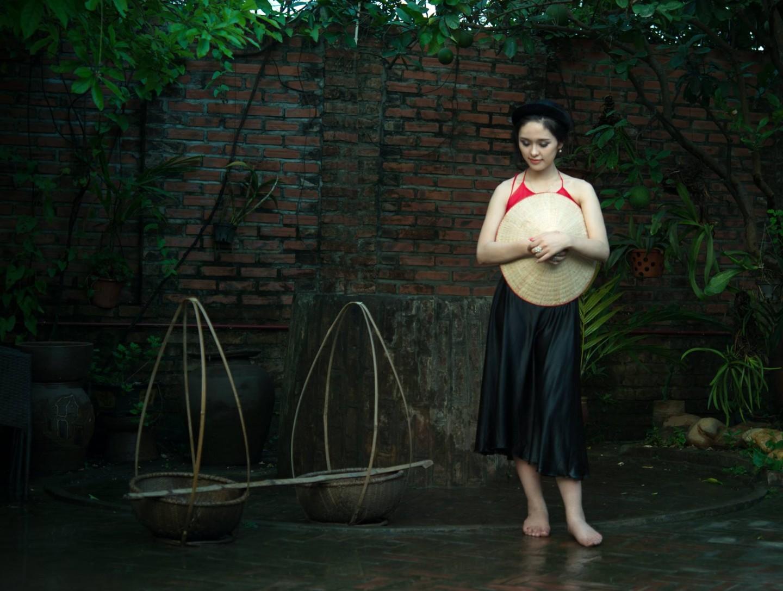 Chụp ảnh nghệ thuật áo yếm việt nam + 1 ...
